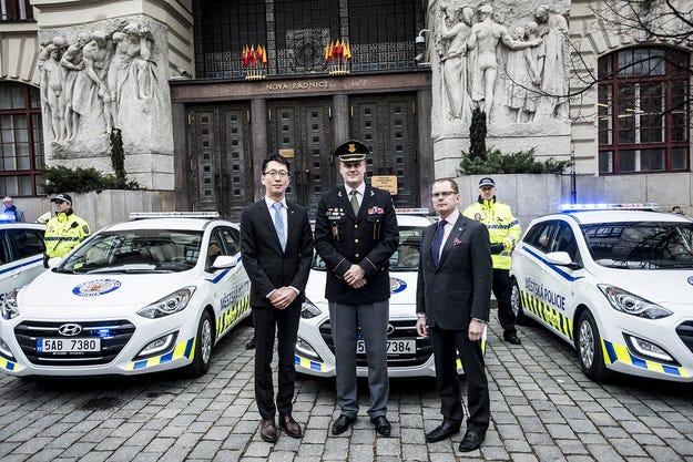 Полицията в Прага се въоръжава с Hyundai i30 wagon