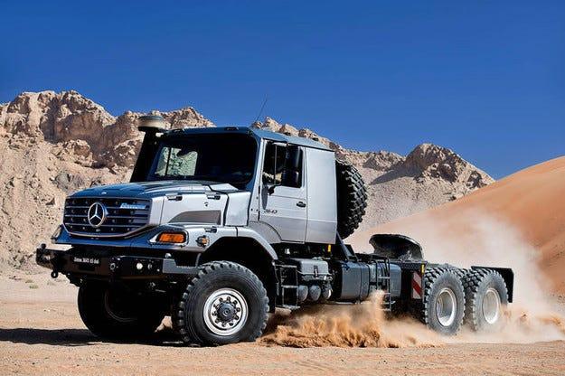 Mercedes Zetros 3643 AS 6x6: Камион, който обича пустиня