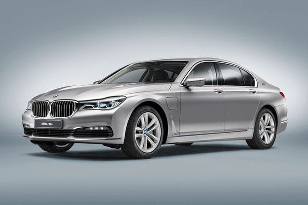 BMW 740e iPerformance гастролира на салона в Женева