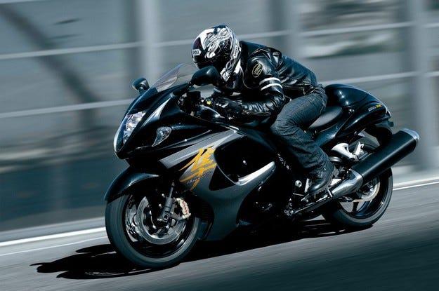 Suzuki представя осем мотоциклета на Sofia MotoRing Expo