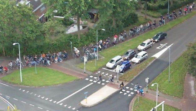 В Холандия искат да забранят колите на бензин и дизел