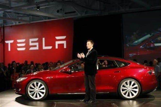 Компанията Tesla разкри масовия електрически Model 3