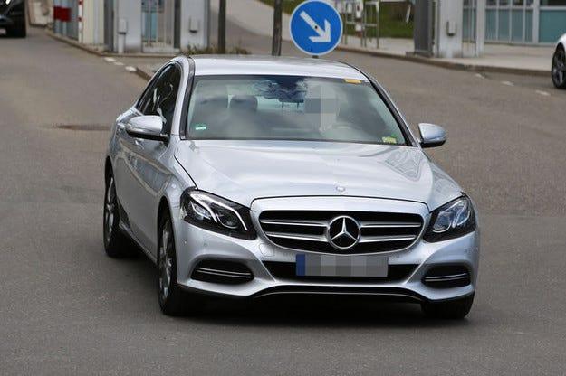 Mercedes C-класа: Уловен е обновеният модел на 2017