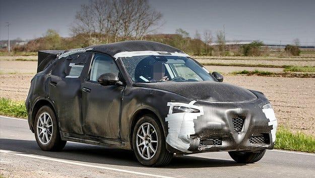 Кросоувърът Alfa Romeo Stelvio вече със своя каросерия