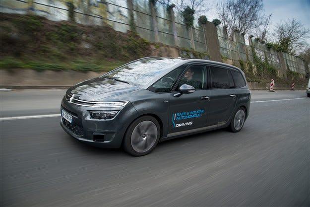 Citroen тества C4 Picasso с автопилот по пътищата