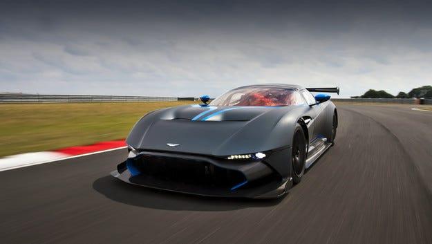 Пистовият Aston Martin Vulcan става шосеен модел