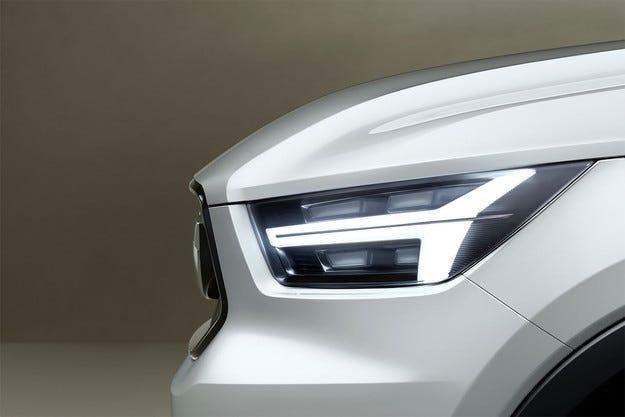 Volvo пусна първите изображения на концептите V40 и XC40
