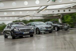 Mercedes E 200, BMW 520i, Skoda Superb 2.0 TSI: Гост в класа