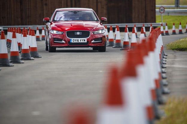 Jaguar Land Rover пуска на пътя 100 автомобила с автопилот
