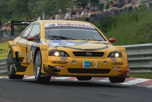 Opel чества победа от 1996 година с прочутата Calibra V6