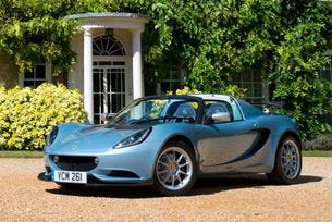 Lotus Elise 250 Special Edition тежи по-малко от 900 кг