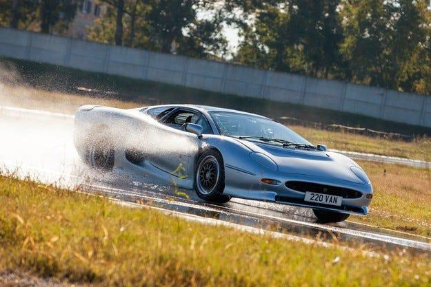 Bridgestone и Don Law XJ220 правят голям прогрес