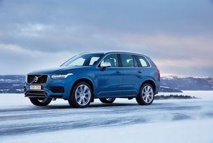 Volvo чества юбилей с тест драйв върху сняг и лед