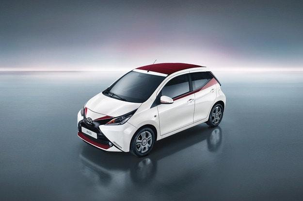 Toyota Aygo ще зарадва публиката в Женева с х-версия