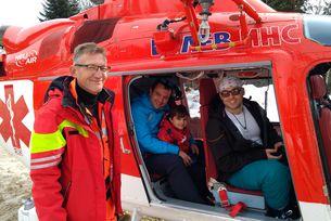 Хеликоптер бди за малките скиори в Добринище