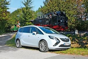 Класическите автомобили с голям обем, изглежда, имат проблем с имиджа; смятат ги за утилитарни и семпли, но неособено желани и вдъхновяващи. Сегашното поколение на Opel Zafira Tourer беше призвано да приключи с тези клишета.