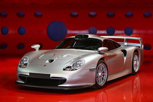 Porsche 911 GT1 бе оценен за 5,7 милиона долара