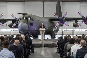 Aston Martin откри завод в бивша военновъздушна база