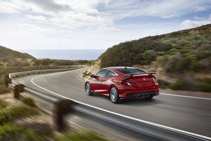 Honda представя спортни версии на седана и купето Civic