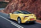 Lexus коронова своята моделна гама с купето LC – автомобил с екстравагантна външност и изненадващо класически характер.