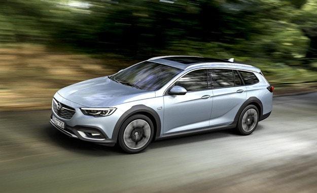 Старт на поръчките за Opel Insignia Country Tourer