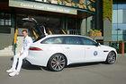 Обиколката на новия Jaguar XF Sportbrake с трофея на Мъри