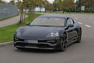 Porsche Mission E: Спортният електромобил на тестове