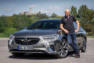 Новият Opel Insignia GSi завладява Нюрбургринг