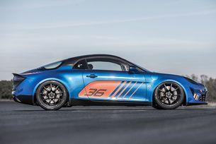 Спортният автомобил Alpine се готви за състезания