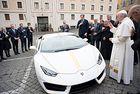 Подариха на папата Lamborghini Huracan