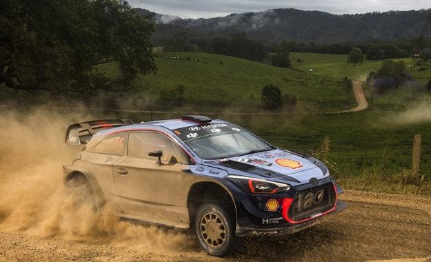 Нювил сложи точка на сезона във WRC
