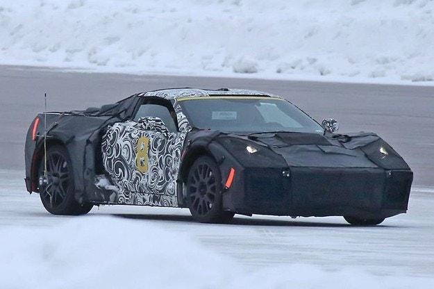 Уловиха Chevrolet Corvette C8 (2018) на тестове