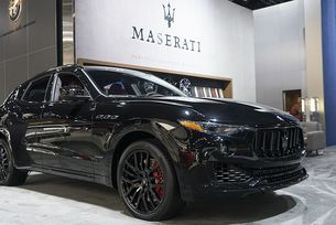 "Maserati представи ""много черни"" Levante и Quattroporte"