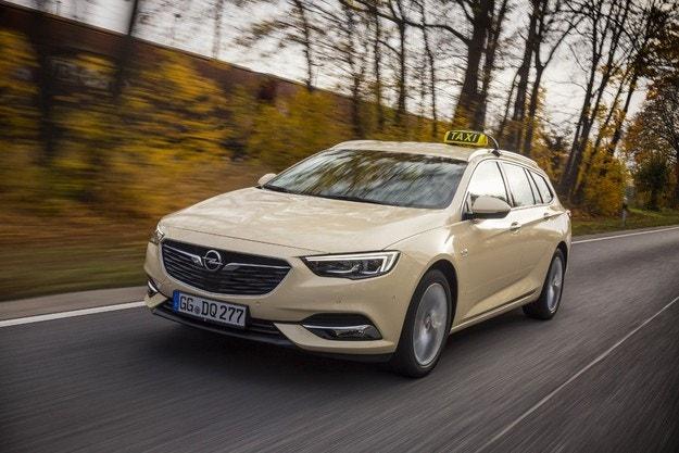 Opel Insignia показва качествата си и като такси