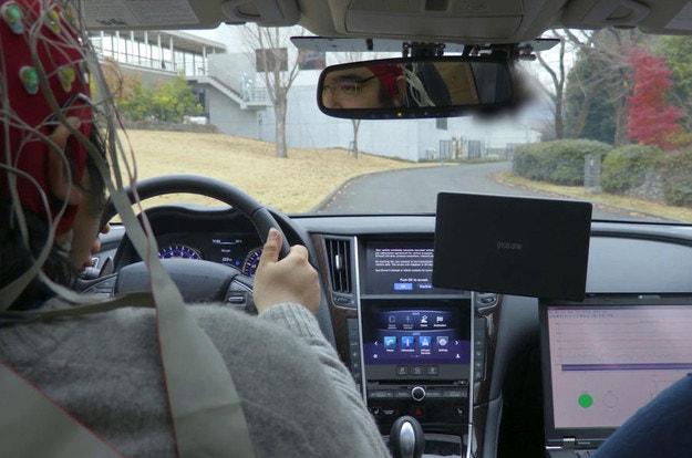 Nissan управлява автомобила със силата на мисълта