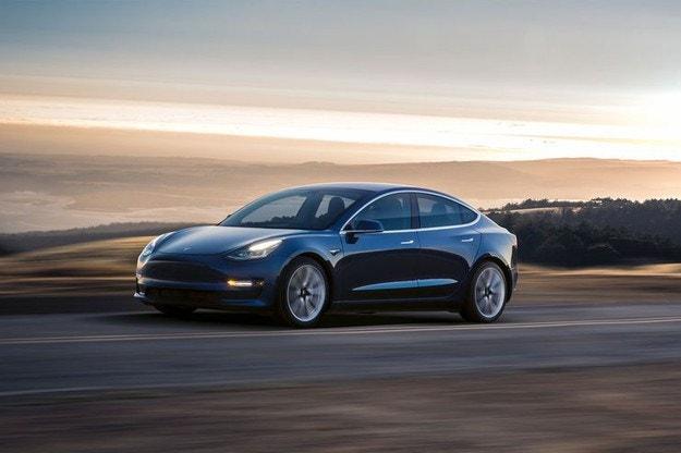 Tesla Model 3 (2018): Снимки, данни и цени