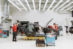 Porsche показа предсерийния електромобил Mission Е