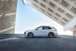 Porsche представи новия хибриден Cayenne