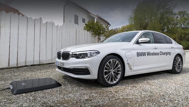 Дебютира безжично зарядно за хибридно BMW