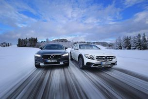 Mercedes E 220 D All-Terrain срещу Volvo V90 Cross Country D4