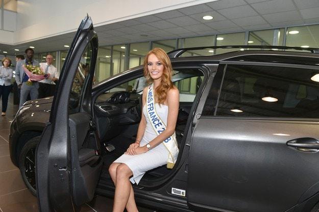 Мис Франция 2018 сяда зад волана на SUV PEUGEOT 2008