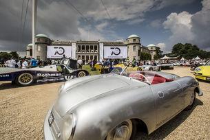 """70 години от спортните автомобили на Porsche празнуваха на Фестивал на скоросттав Гудууд , в центъра на събитието е Porsche 356 """"№ 1"""" Roadster (1948)"""