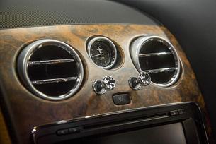 Bentley: Ново орехово покритие в интериора от Mulliner
