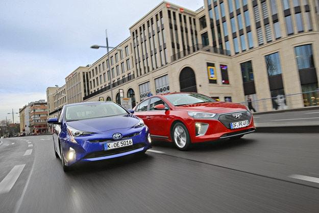 Hyundai Ioniq vs. Toyota Prius
