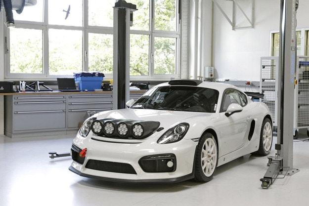 От Porsche Cayman направиха рали автомобил