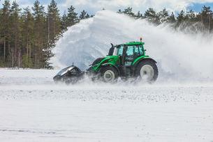 Световен рекорд: Почистват сняг със 73,171 км/ч