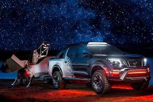 От пикапа Nissan Navara наблюдават звездите