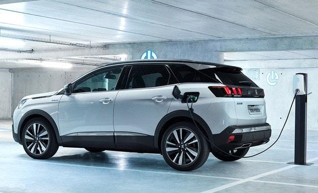 В Париж Peugeot идва с нови хибридни версии