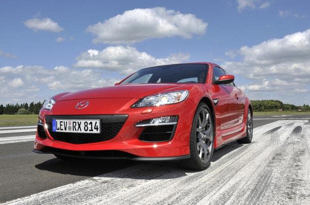 Mazda ще пусне електромобил и хибрид през 2020