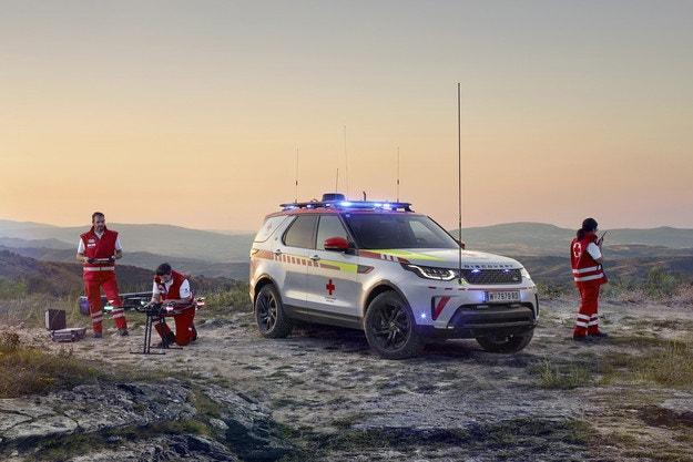 Уникално изпълнение на Land Rover за Червения кръст